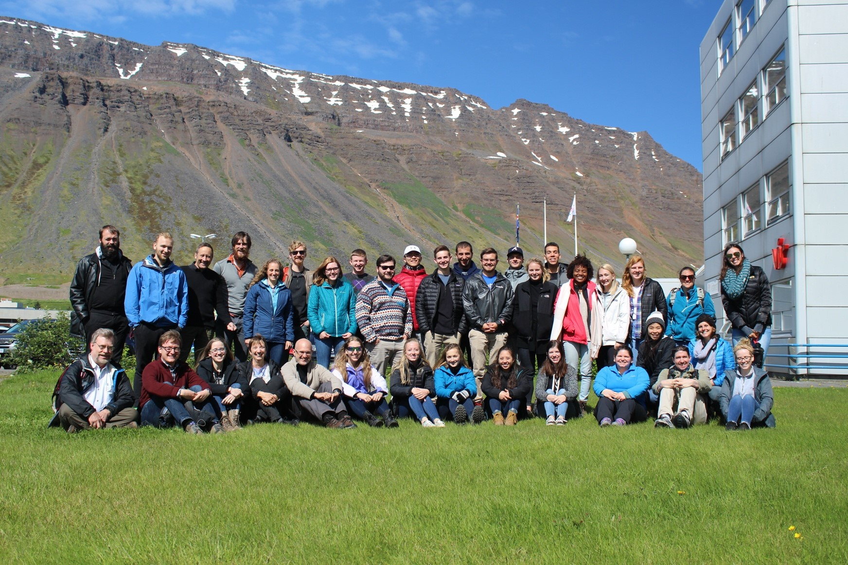 Current students meet '08 alumni at Iceland reunion